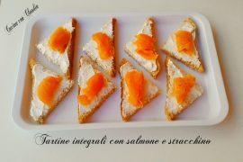 Tartine integrali con salmone e stracchino