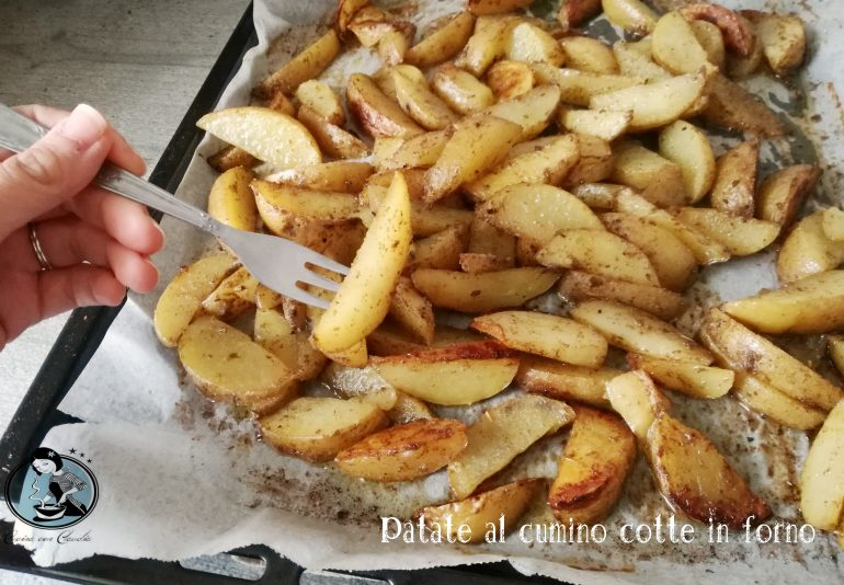 Patate al cumino cotte in forno