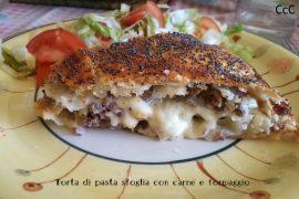 Torta di pasta sfoglia con carne e formaggio