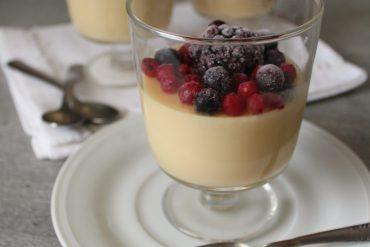 Budino alla vaniglia e frutti di bosco