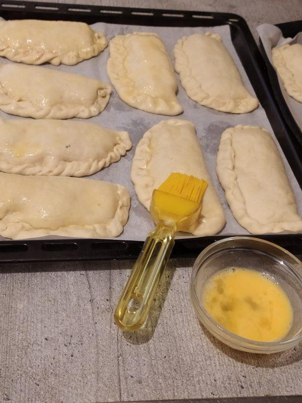 Calzoni ripieni di prosciutto cotto e mozzarella