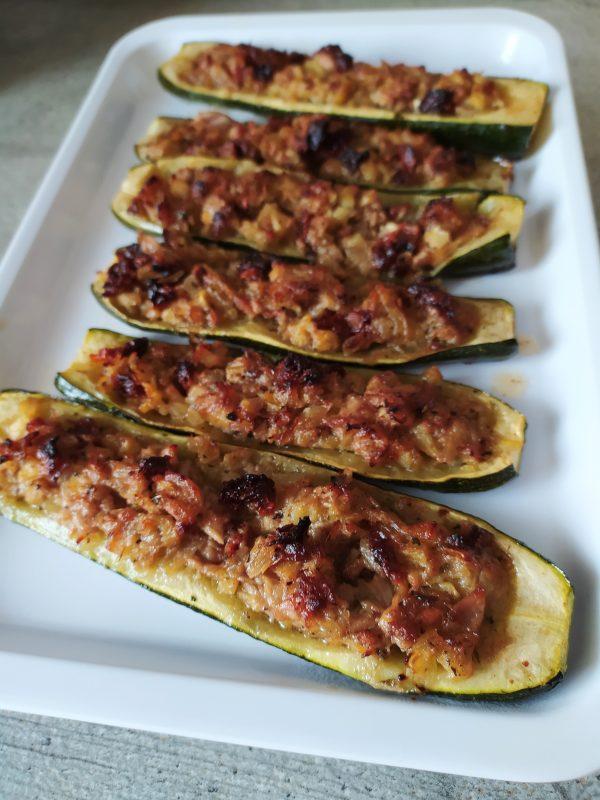 Zucchine ripiene di tonno e pomodori secchi