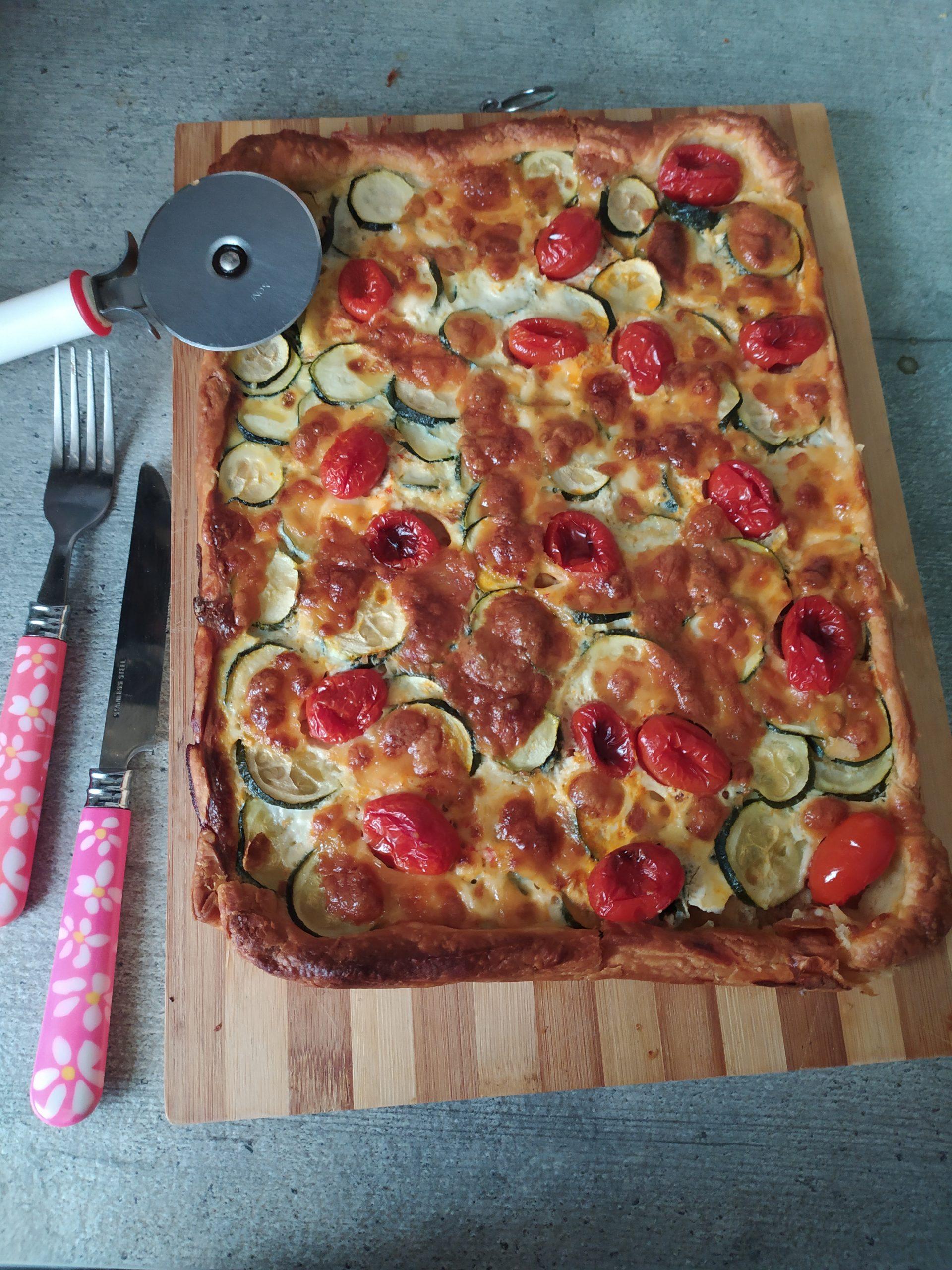 Sfoglia con zucchine pomodorini e mozzarella