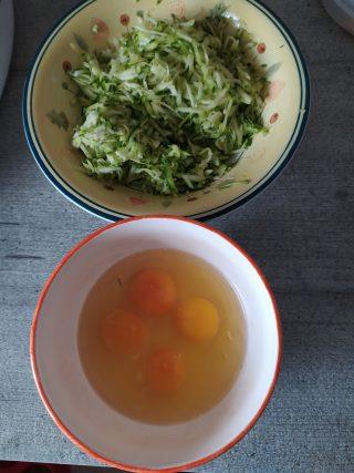 Rotolo di frittata con zucchine e uova