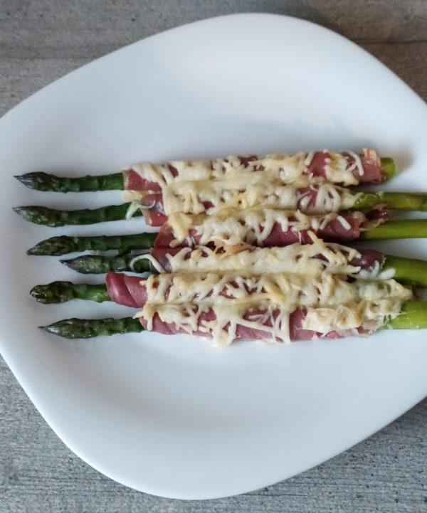 Asparagi con prosciutto e formaggio